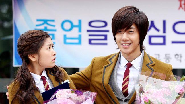Kehadiran drama Korea bahkan menggeser popularitas drama Taiwan lebih dulu bertengger di televisi. Berikut 5 drama Korea jadul yang pernah tayang di Indonesia.