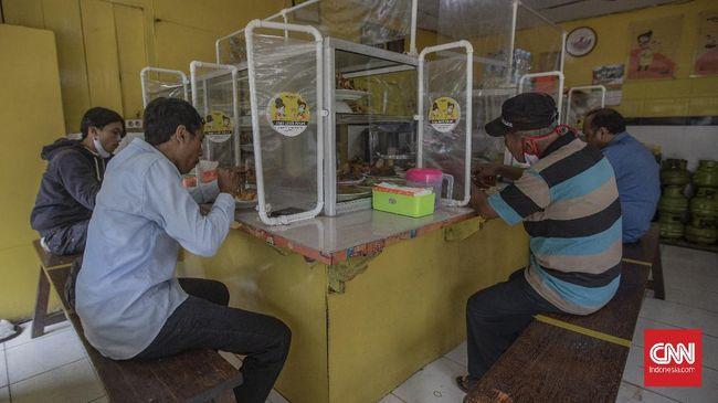Anies meminta warga yang makan di warung tegal (Warteg) mematuhi aturan makan 20 menit. Kata dia, jangan nongkrong.