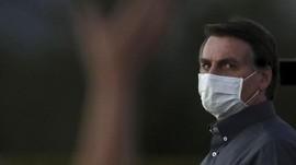Belum Vaksin, Presiden Brasil Bolsonaro Makan di Trotoar