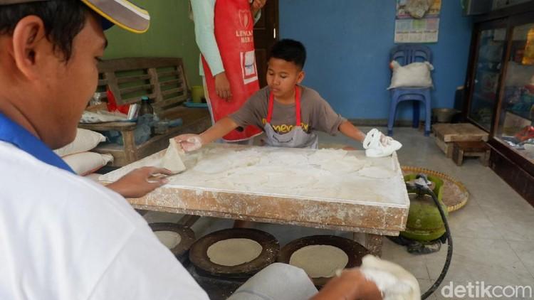Kisah Hilal, bocah yang harus kerja dan urus ibunya yang sakit di Banjarnegara, Kamis (23/7/2020).