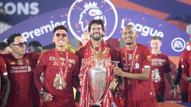 Juara Liga Inggris Liverpool resmi meluncurkan jersey baru untuk musim 2020/2021 yang mengusung tema tradisional era 90an.