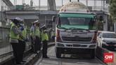 Polda Metro Jaya menggelar Operasi Patuh Jaya 2020. Selain menindak pelanggar juga memantau kedisiplinan warga menerapkan protokol kesehatan.