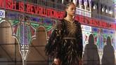 Rumah mode Dior menggelar fashion show di Piazza del duomo di Lecce, Italia. Namun show ini digelar tanpa penonton.