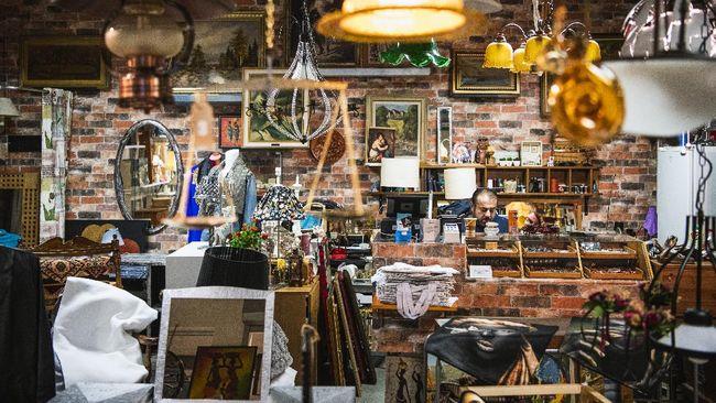 Sebuah kota di Swedia memiliki mal khusus barang bekas seluas 5.000 meter persegi dan berisi 13 toko.