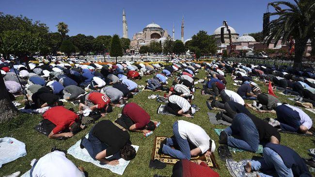 Turki kembali mengecam Yunani setelah respons menyusul Salat Jumat perdana di Hagia Sophia setelah 86 tahun kemarin.