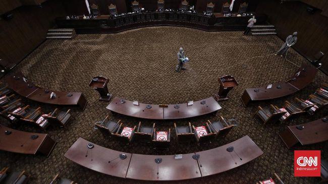 Sehari setelah omnibus law UU Ciptaker diteken Jokowi dan diberi nomor 11 tahun 2020, KSPI mendaftarkan gugatannya ke Mahkamah Konstitusi (MK).