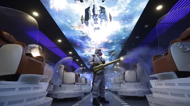 Sejumlah bioskop di Beijing melakukan sterilisasi dan pembersihan terhadap fasilitas mereka demi mencegah penyebaran virus corona Covid-19.