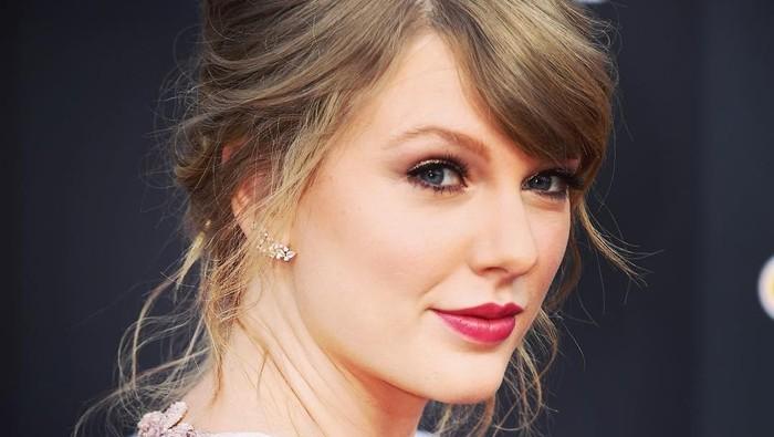 Hasil Makeup dan Tatanan Rambut Sendiri Taylor Swift di Video Klip Terbaru