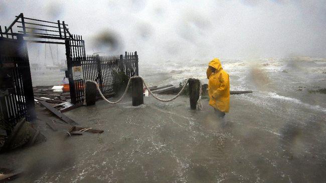 Badai delta dan banjir bandang diperkirakan akan menerjang Meksiko dengan membawa angin berkecepatan 120 mph.