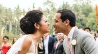 <p>Pasangan ini menikah beda agama, Nadiem memeluk Islam, sementara Franka adalah seorang Katolik.</p>