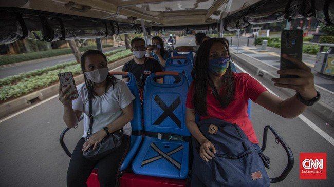 Pengelola Kawasan Gelora Bung Karno menyediakan shuttle bus gratis bagi warga yang kelelahan setelah berolahraga.
