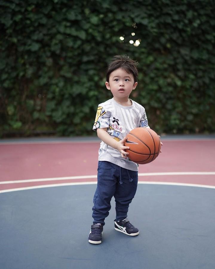 Anak Sandra Dewi Raphael Moeis