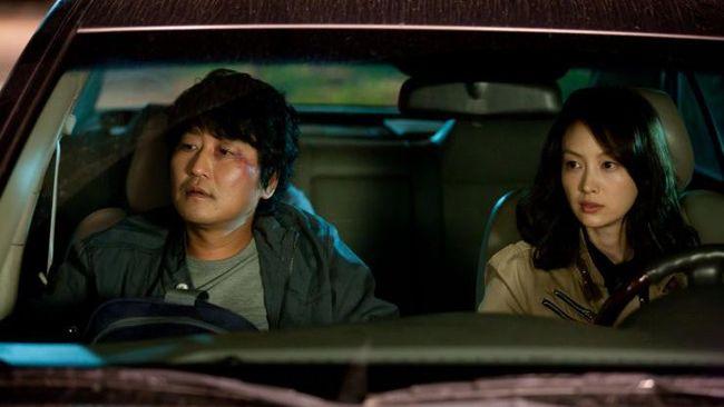 Acara K Movievaganza Trans7 akan menayangkan Howling, salah satu film yang dibintangi Song Kang-ho, pada Senin, 27 Juli 2020, pukul 21.30 WIB.