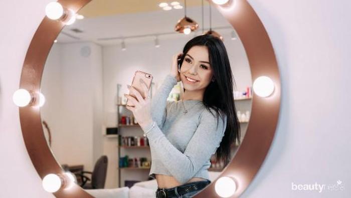 Pose Ini Keren Banget Buat Foto Mirror Selfie