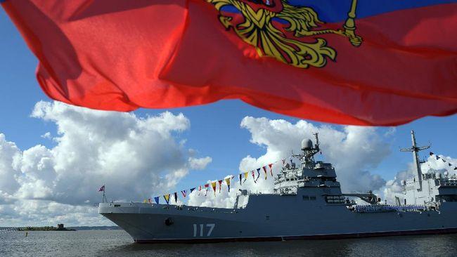 Angkatan laut China dan Rusia melakukan latihan militer bersama di saat AS-Australia hendak membangun kapal selam nuklir.