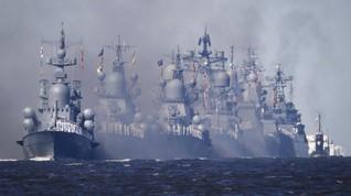 FOTO: Kapal Perang Rusia Unjuk Gigi di St. Petersburg