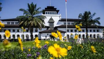 Dalam diskusi yang berlangsung di Kota Bandung pada Senin (12/10) terjadi tukar pikiran mengenai wacana nama Provinsi Jawa Barat diganti Sunda.