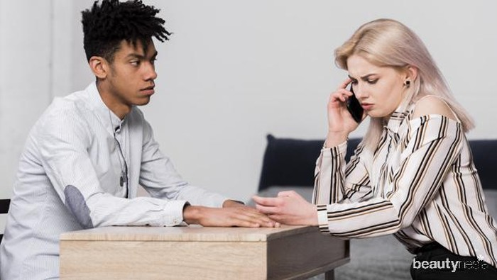 4 Tips Mengatasi Pasangan yang Selalu Curiga