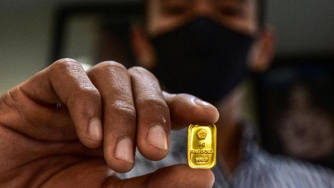 Harga jual emas PT Aneka Tambang (Persero) Tbk atau Antam di posisi Rp932 ribu per gram pada Selasa (14/9).