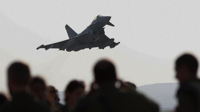 Pengamat pertahanan menyarankan agar Prabowo Subianto menimbang kembali rencana pembelian jet tempur Eurofighter Typhoon bekas dari Austria.