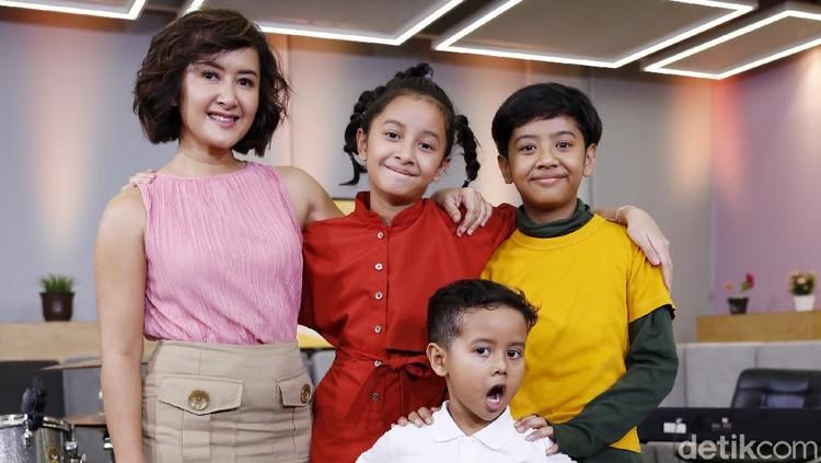 Widi Mulia dan ketiga anaknya saat ditemui di kantor detikcom.