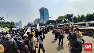 Usai DPR, Massa Demo Omnibus Law Geruduk Kemenko Perekonomian