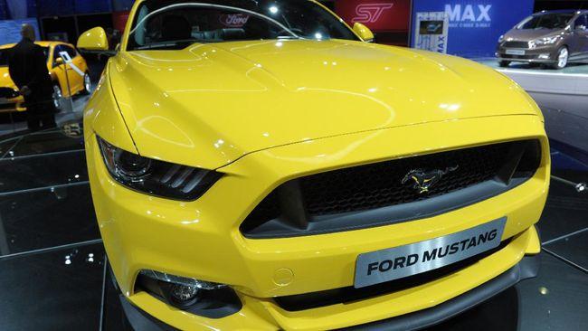 Mobil-mobil mewah yang pernah ada di lingkaran pemilik PS Store, Putra Siregar, di antaranya Ferrari, Lamborghini, Ford, dan Lexus.