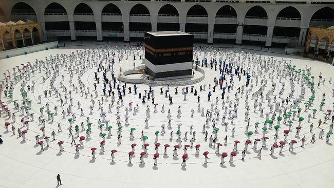 Sebanyak 2.050 orang itu kedapatan berupaya menyusup ke sejumlah situs suci di Mekkah tanpa izin pihak berwenang Arab Saudi demi mengikuti proses ibadah haji.