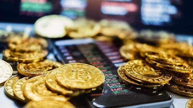 Mata uang kripto bitcoin terkapar menyentuh level terendahnya dalam 20 hari ke posisi US$43.165 atau setara Rp604 juta setelah terbang di kisaran Rp800 juta.