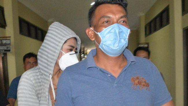 Bos muncikari kasus prostitusi online Vernita Syabilla, Baim alias BS mengaku memberi 'job' karena artis FTV yang meminta.