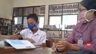 VIDEO: Tidak Punya HP, Seorang Siswa Belajar di Sekolah
