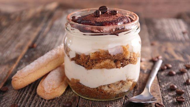 Dessert box dijual dengan harga yang tak murah. Solusinya, kamu bisa membuatnya sendiri di rumah dengan bahan-bahan yang bisa dipesan lewat GrabMart.