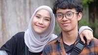 <p>Barmastya Bhumi Brawijaya adalah putra sulung Hanung Bramantyo dari pernikahan pertamanya. Sudah mengenal Zaskia sejak kecil, membuat Bhumi tak canggung dengan ibu sambungnya itu. (Foto: Instagram @zaskiadyamecca)</p>