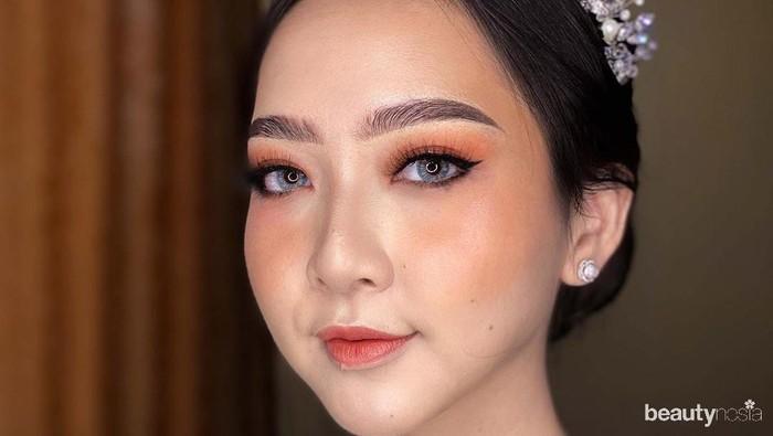 Cantiknya Asta Riri, Makeup Sendiri di Hari Pernikahan