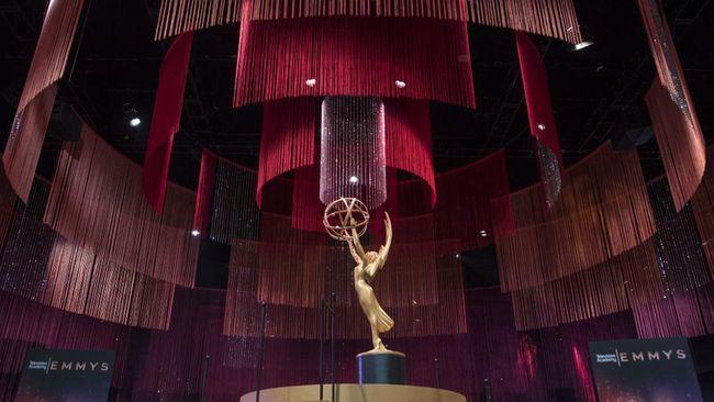 Di tengah pandemi Covid-19, penyelenggara Emmy Awards memastikan bahwa malam puncak penghargaan pertelevisian Amerika Serikat itu akan digelar secara virtual.