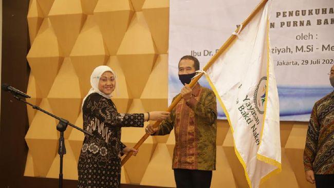 Ida Fauziyah mengukuhkan dan meresmikan jajaran pengurus Yayasan Purna Bakti Naker (YPBN) masa bakti 2020-2023 di Jakarta, Rabu (29/7).