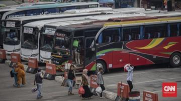 penumpang bus di terminal kampung rambutan 7 169