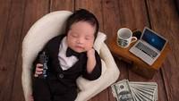 <p>Putra pertama Vanessa Angel ini tampak keren dengan setelan jas yang rapi. (Foto: Instagram @wdphotoworks2020)</p>
