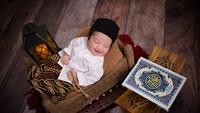 <p>Mengenakan peci dan baju koko, senyum putra Vanessa Angel manis banget. (Foto: Instagram @wdphotoworks2020)</p>