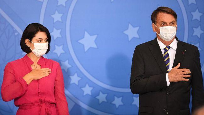 Istri presiden Brasil, Michelle Bolsonaro dinyatakan positif teirnfeksi virus corona pada Kamis (30/7).