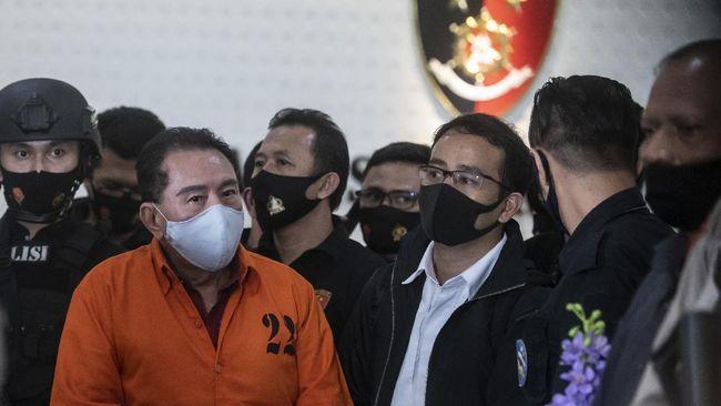 Polri diminta meningkatkan kerja sama dengan negara-negara yang menjadi tempat persembunyian para buronan kasus korupsi.