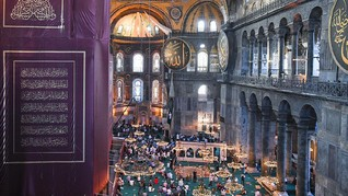Iduladha dari Balkon Kamar di Istanbul