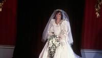 <p>Ini adalah salah satu foto langka Putri Diana di hari pernikahannya, yang diambil di Istana Buckingham. (Foto: Istimewa)</p>