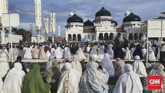 Corona Terus Naik Jemaah Salat Id Banda Aceh Membludak