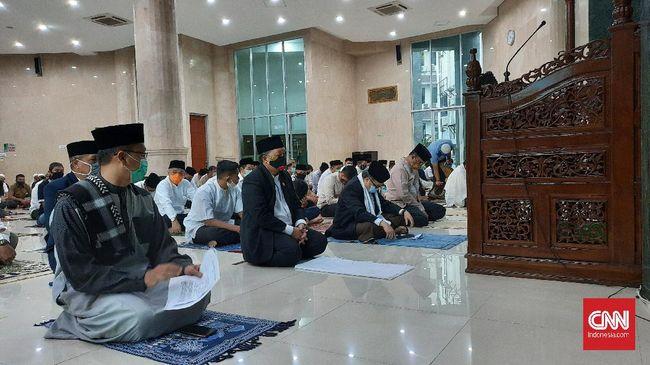 Ketua Umum Dewan Masjid Indonesia (DMI), Jusuf Kalla mengimbau masjid di seluruh Jakarta tak menggelar Salat Jumat sampai PSBB jilid II berakhir.