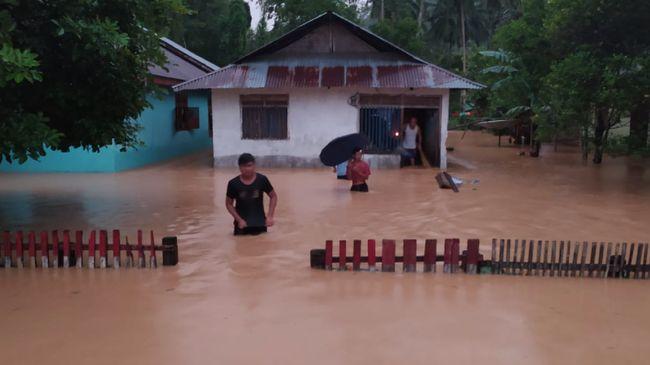 Banjir bandang di Kabupaten Bolaang Mongondow Selatan (Bolsel) Sulawesi Utara juga menghanyutkan sedikitnya 29 unit rumah dan 64 lainnya rusak berat.