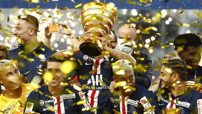 PSG menjuarai Piala Liga Prancis usai mengalahkan Lyon lewat adu penalti.