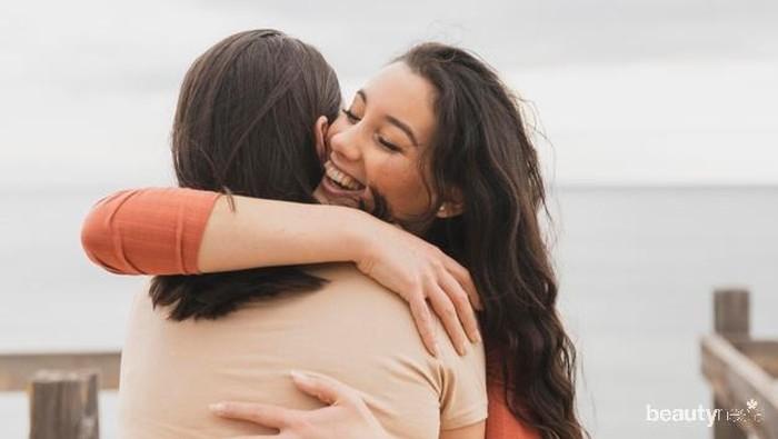 Tak Hanya Bentuk Cinta, Berpelukan Bisa Beri Manfaat Ini!