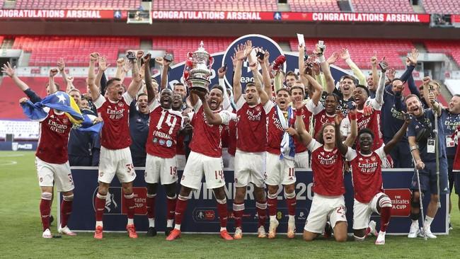 Arsenal berhasil mengalahkan Chelsea dan jadi juara Piala FA. Simak foto-foto pilihan laga tersebut.