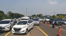 Macet, Jasa Marga Terapkan Contraflow Tol Jakarta-Cikampek